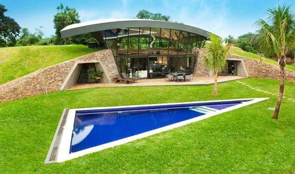 Plano de casas con un diseño moderno doble  en Paraguay, Determinado por la Intervención inusual del terreno