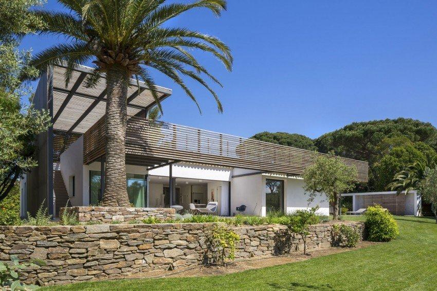 Increibles planos de una casa mejorada en Saint-Tropez, ubicado un paisaje natural