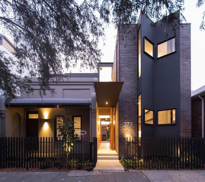 Planos de la Casa Spiegel Haus en Australia emplea espejos para traer espacios de luz dentro de la casa