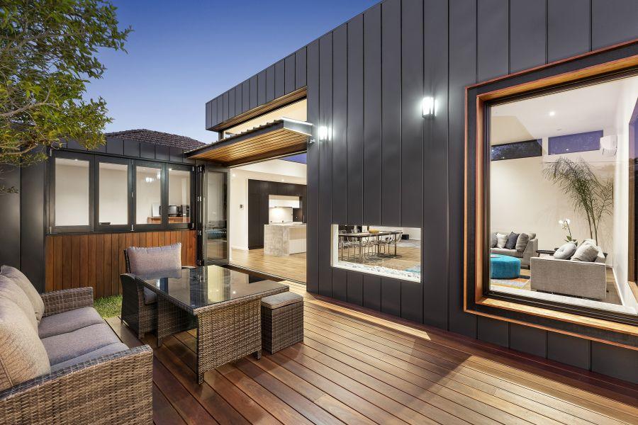 Planos de una casa Contemporánea con Interiores y Espacios al aire libre